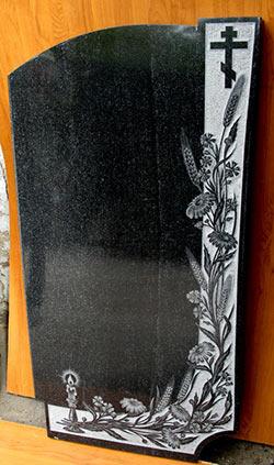 фото Свеча, полевые цветы и крест на граните.