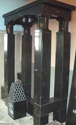 фото гранитный памятник в Воронеже (примеры работ мастерской акрополь).